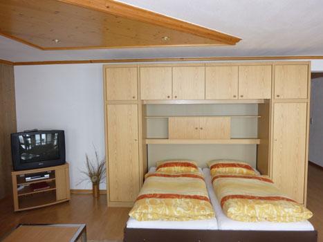 wohnzimmer schrankbett schwarzwald ferienwohnung. Black Bedroom Furniture Sets. Home Design Ideas